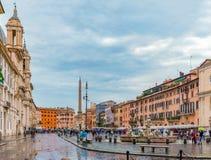 Marktplatz Navona in Centro Storico von Rom, Italien an einem regnerischen Tag lizenzfreie stockfotografie