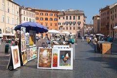 Marktplatz Navona, Straßenansicht mit Malereien für Verkauf Lizenzfreie Stockbilder