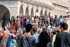 Marktplatz San Marco mit Mengen von Leuten, Venedig, Italien Stockfotografie