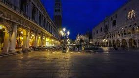 Marktplatz San Marco und Basilika von St- Marknacht-timelapse Kathedralenkirche von Roman Catholic Archdiocese von Venedig stock footage