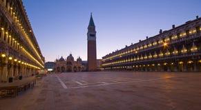 Marktplatz San-marco und Glockenturm Stockfotografie