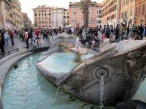 Marktplatz Spagna schöner und erstaunlicher Brunnen des hässlichen Bootes Italien Europa Lizenzfreies Stockfoto