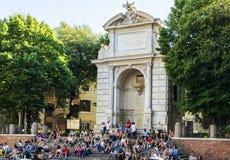 Marktplatz trilussa und der Brunnen von Ponte Sisto Lizenzfreies Stockfoto