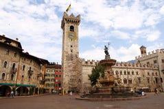 MarktplatzDuomo mit dem Torre Civica, Trento, Italien lizenzfreies stockfoto