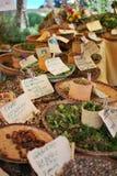 Markttribune met kruiden en herbes in de bijeenkomsteiland van heilige Paul stock afbeeldingen