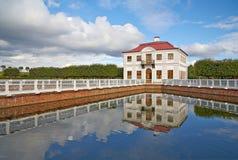 Marli宫殿在Peterhof 免版税库存照片