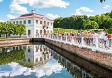 Marly Palace nel museo dello stato di Peterhof Immagini Stock Libere da Diritti