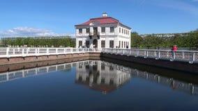 Marly Palace, sonnig Maifeiertag Peterhof stock footage