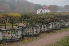 marly russia för slottpeterhofpetersburg petrodvorets st peterhof Ryssland Royaltyfri Foto
