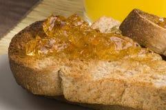 marmaladerostat bröd royaltyfria foton