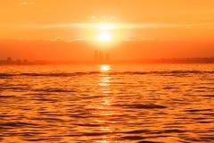 Marmarameersonnenuntergangbeleuchtung Die Türkei Istanbul stockfoto