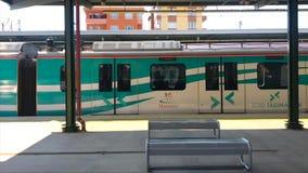 Marmaraymetro, slow-moving trein, 16 Maart, 2019, Istanboel, Turkije stock videobeelden