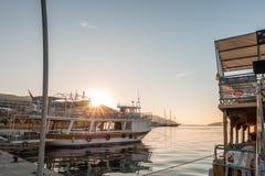 Marmaris - 16 de octubre de 2016: Salida del sol por la mañana en el Marmaris b Foto de archivo
