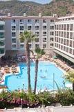 Marmaris Turkiet - 14 September, 2015: Lyxigt hotell med simbassängen Arkivfoton