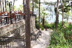 Marmaris, Turkije - Mei 22, 2018: Park in hotel en restaurant met lijsten daarin Voedselsysteem allen inclusief in Turkije royalty-vrije stock afbeelding
