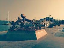 Marmaris, Turquia, monumento de bronze do polvo, província de Mugla, navios da opinião do porto do mar, os pequenos e os grandes, Fotos de Stock