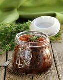 Marmelade der roten Zwiebel mit Thymian Lizenzfreie Stockfotografie