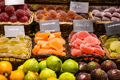 Marmelade e delizie dei fichi sul mercato Immagini Stock