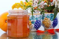 Marmeladesinaasappelen en bloemen Royalty-vrije Stock Foto's
