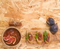 Marmellata d'arance casalinga del fico con cannella Fotografia Stock Libera da Diritti