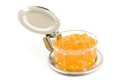 Marmellata d'arance della pesca in piatto di vetro fotografia stock