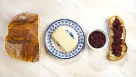 Marmellata del burro e della lastra di vetro di Fetta Fotografia Stock Libera da Diritti
