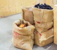 Marmelos de Aegle, hierba seca en bolso del saco Imagen de archivo