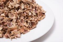 Marmelos secos de Aegle del té de la fruta de Bael aislados en el fondo blanco Imagen de archivo libre de regalías