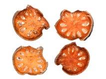 Marmelos secos del aegle del té de la fruta del bael aislados en blanco Fotografía de archivo
