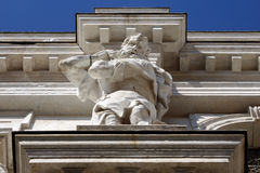 Marmeren beeldhouwwerk op de voorgevel van een gebouw in Venetië, Italië, E Royalty-vrije Stock Foto's