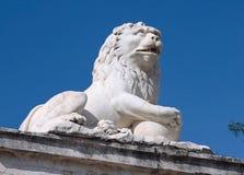 Marmeren beeldhouwwerk van een leeuw Stock Afbeelding