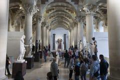 Marmeren beeldhouwwerken bij het Louvremuseum Stock Fotografie