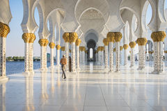 Marmeren colonnade in Sheikh Zayed Mosque Royalty-vrije Stock Foto