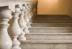 Marmeren ladder op een imperiumstijl royalty-vrije stock afbeelding