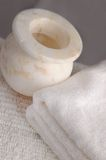 Marmeren Schip met Handdoeken Stock Fotografie