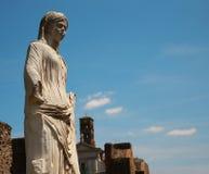 Marmeren standbeeld van een vrouw in Rome, Italië Stock Foto