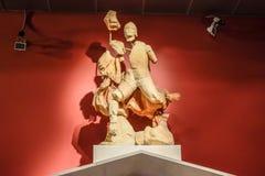Marmeren standbeelden van goden en keizers van antiquiteit in het Museum van Antiquiteiten van Antalya, Turkije royalty-vrije stock foto