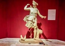 Marmeren standbeelden van goden en keizers van antiquiteit in het Museum van Antiquiteiten van Antalya, Turkije stock fotografie