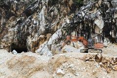 Marmeren steengroeve in Carrara stock foto