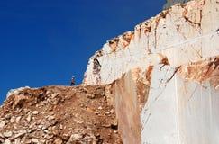 Marmeren steengroeve in de bergen royalty-vrije stock afbeelding