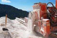 Marmeren steengroeve zagend marmer Stock Foto