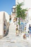 Marmeren straat in Oia, Santorini. Stock Afbeelding
