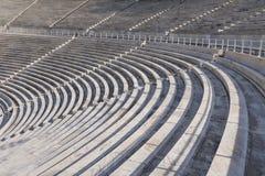 Marmeren zetels en secties in het oude Panathenaic-stadion in Athene, Griekenland stock foto