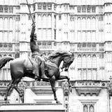 marmo e statua storici dell'Inghilterra in vecchia città di Londra fotografia stock