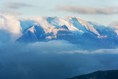 Marmolada alla bella luce in autunno, montagne delle dolomia, Passo Gardena, Italia di mattina Immagini Stock