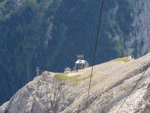 Marmolada, Dolomit, Italien Der erste Abschnitt der Kabelbahn, die zu den Marmolada-Gletscher führt lizenzfreies stockfoto