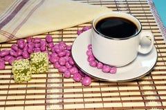 Marmoladowy z sezamem i filiżanka kawy Fotografia Royalty Free