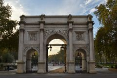 Marmorbåge som ses från den Oxford gatan Royaltyfri Foto