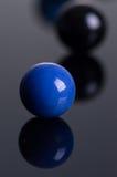 Marmorbollar med reflexion Arkivbilder
