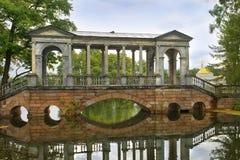 Marmorbrücke in Tsarskoye Selo (Pushkin), St Petersburg Lizenzfreie Stockbilder